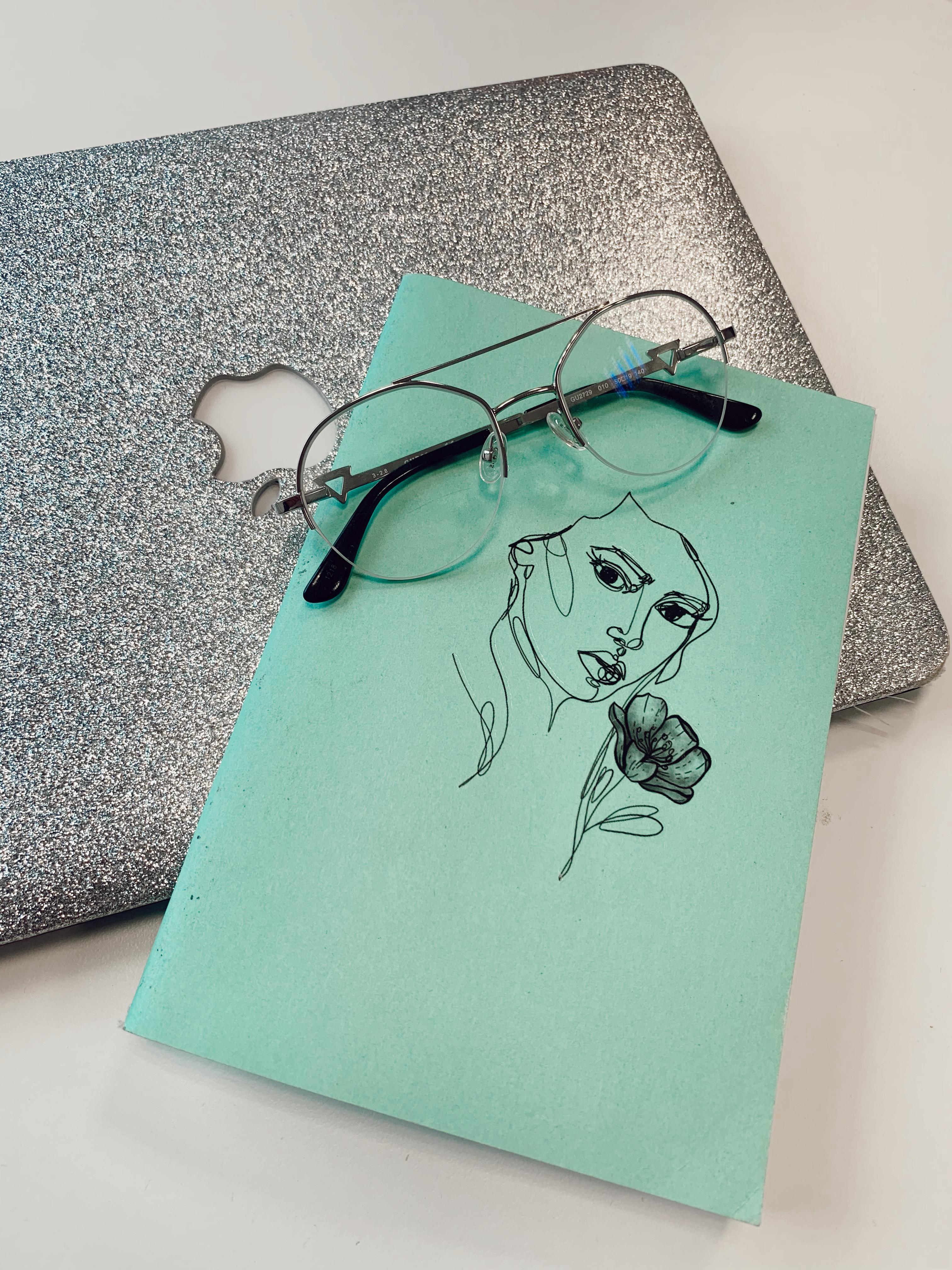 cahier customisé avec tatouage ephemere