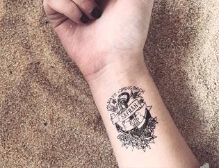 tatouage noir entreprise